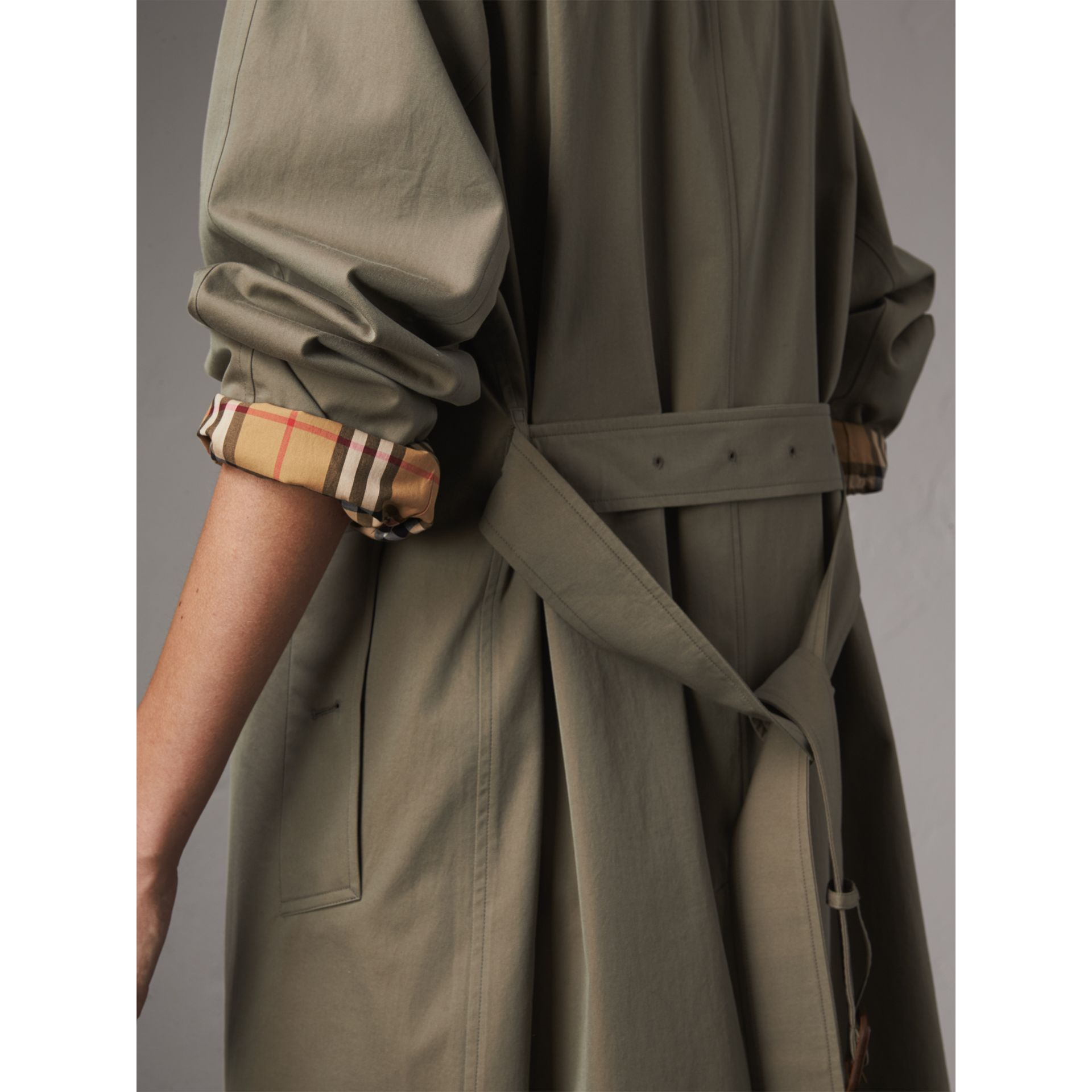 The Brighton Car Coat (Verde Gesso) - Donna | Burberry - immagine della galleria 4