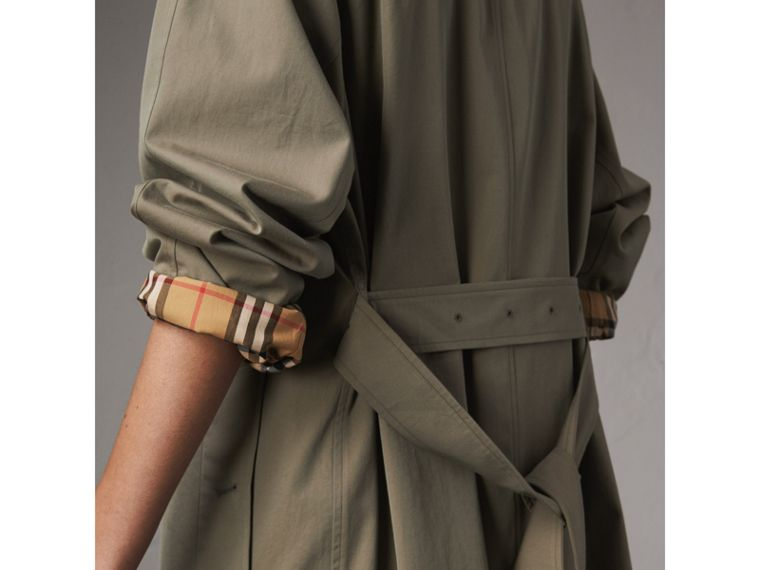 The Brighton – Car Coat extralongo (Verde Giz) - Mulheres | Burberry - cell image 4
