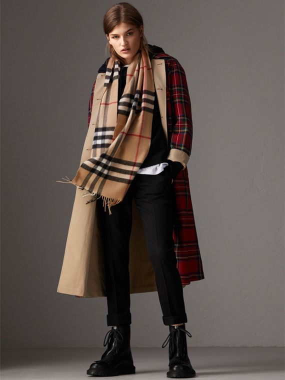 The Classic Check Cashmere Scarf in Camel | Burberry Australia - cell image 2