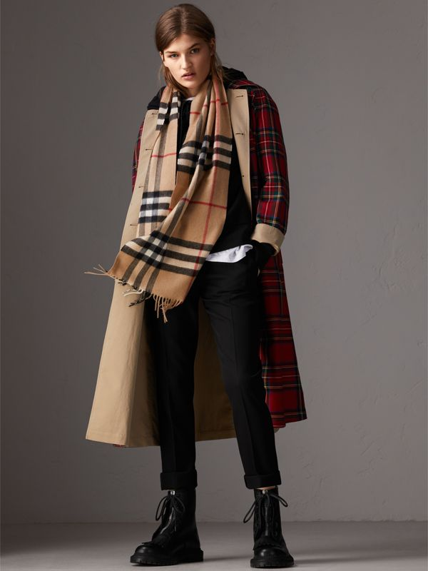 The Classic Check Cashmere Scarf in Camel | Burberry Canada - cell image 2