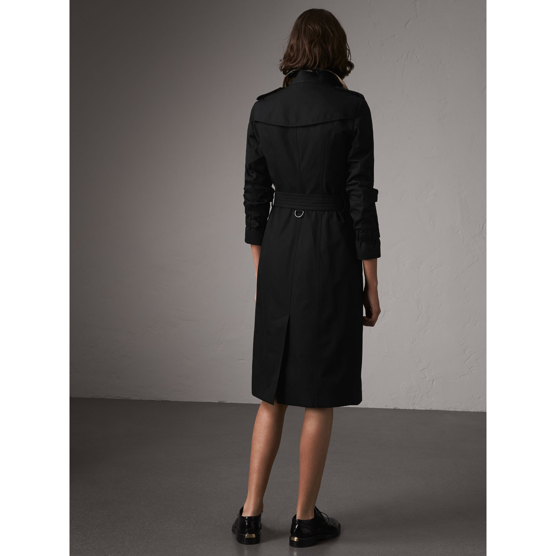 The Sandringham – Extra-long Trench Coat in Black - Women | Burberry - gallery image 2