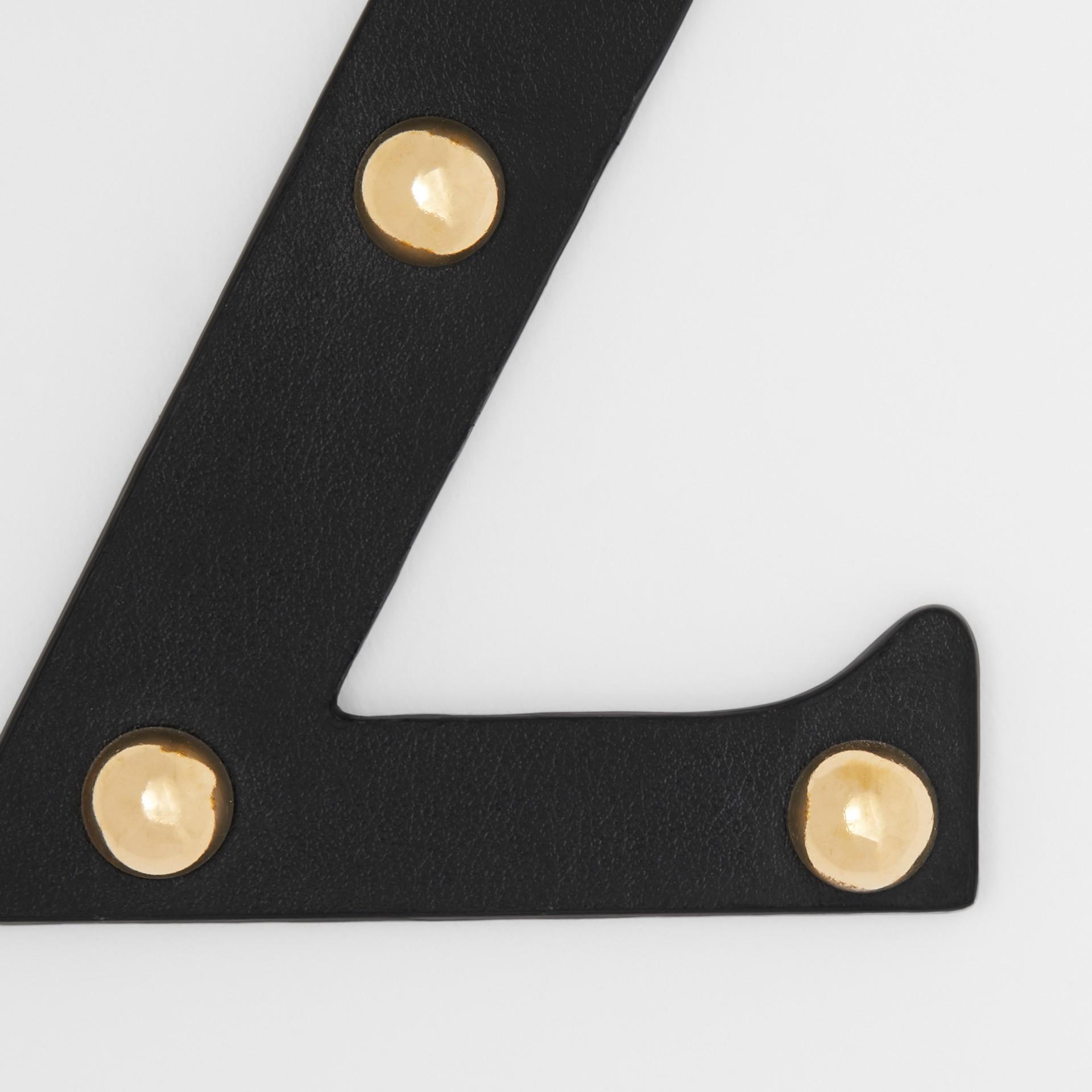 Ciondolo a forma di Z in pelle con borchie (Nero/oro Chiaro) | Burberry - immagine della galleria 1