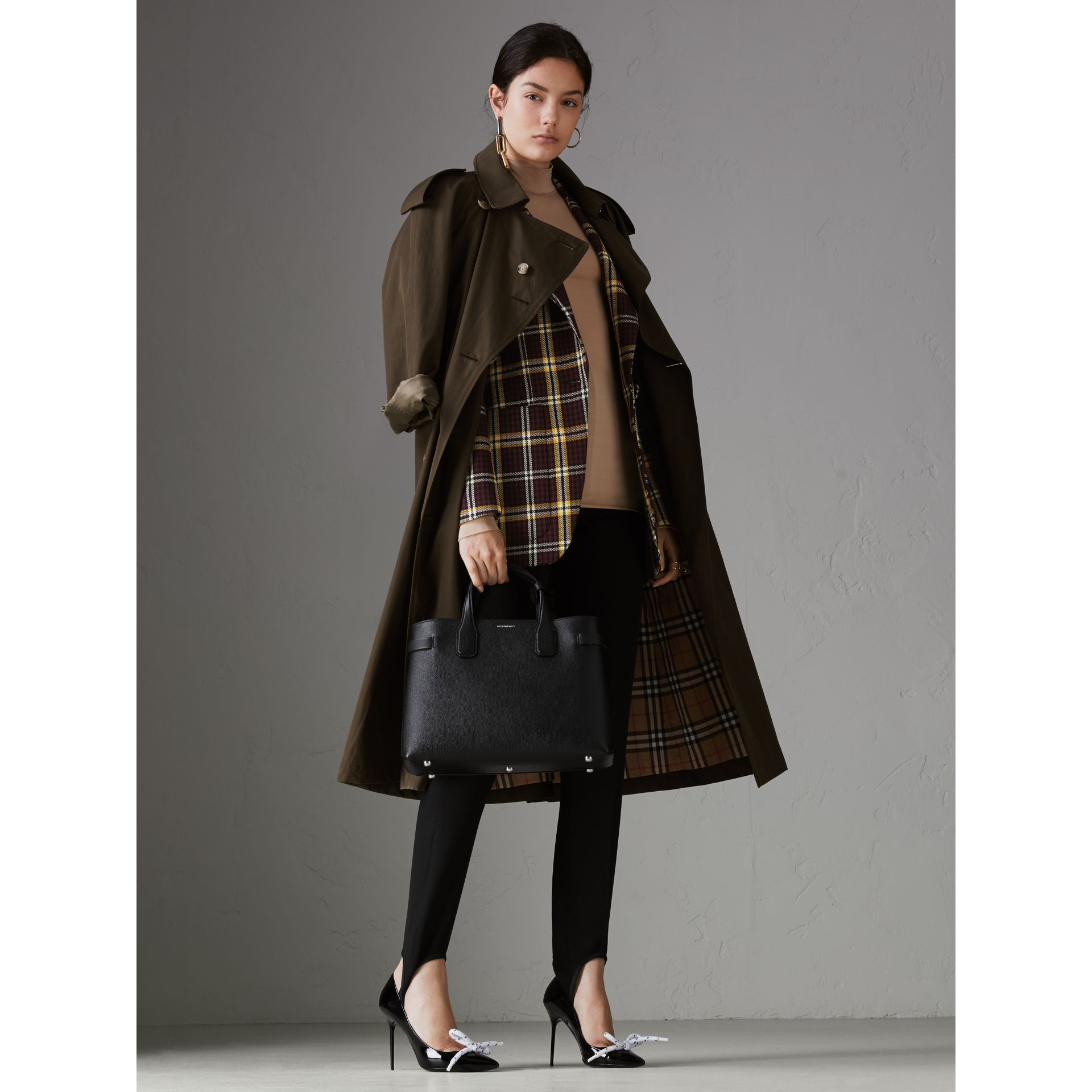 The Medium Banner in Leather and Vintage Check in Black - Women | Burberry - gallery image 2