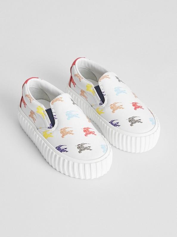 Sneaker senza lacci in pelle con marchio del cavaliere equestre (Bianco Ottico)