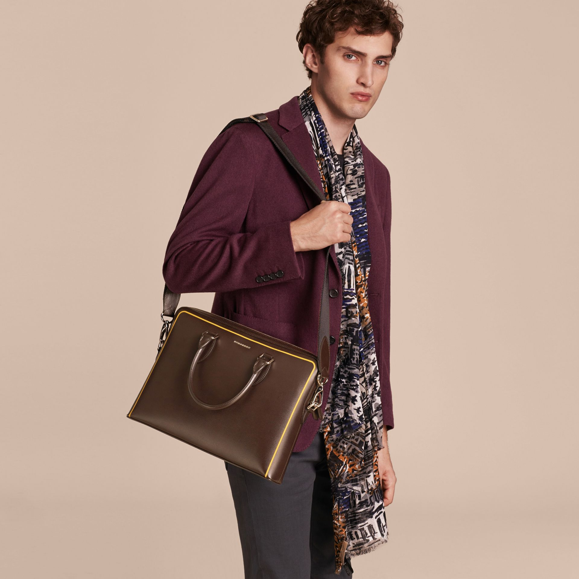 Sac The Barrow fin en cuir London avec bordure contrastante (Poivre) - Homme | Burberry - photo de la galerie 4