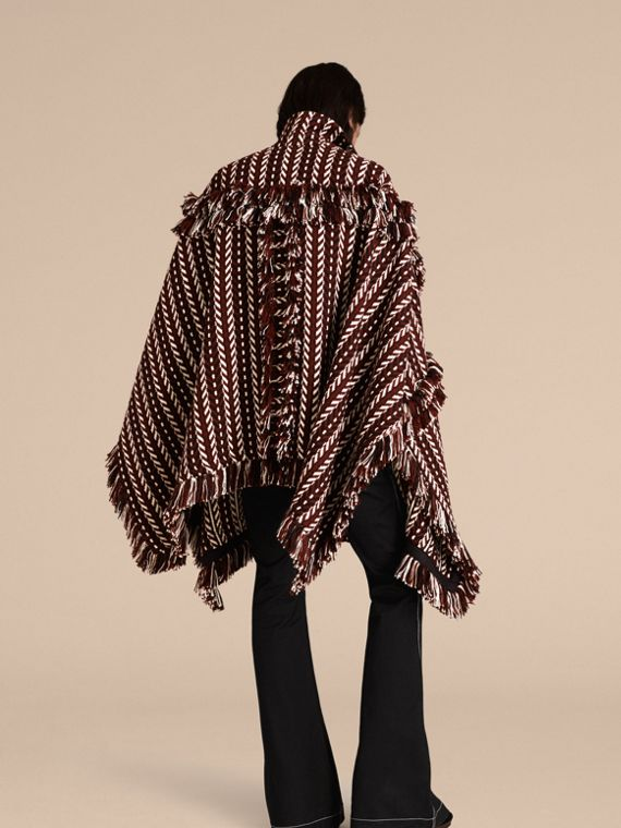 Marrone ruggine Cappotto a mantella con frange in lana e seta - cell image 2