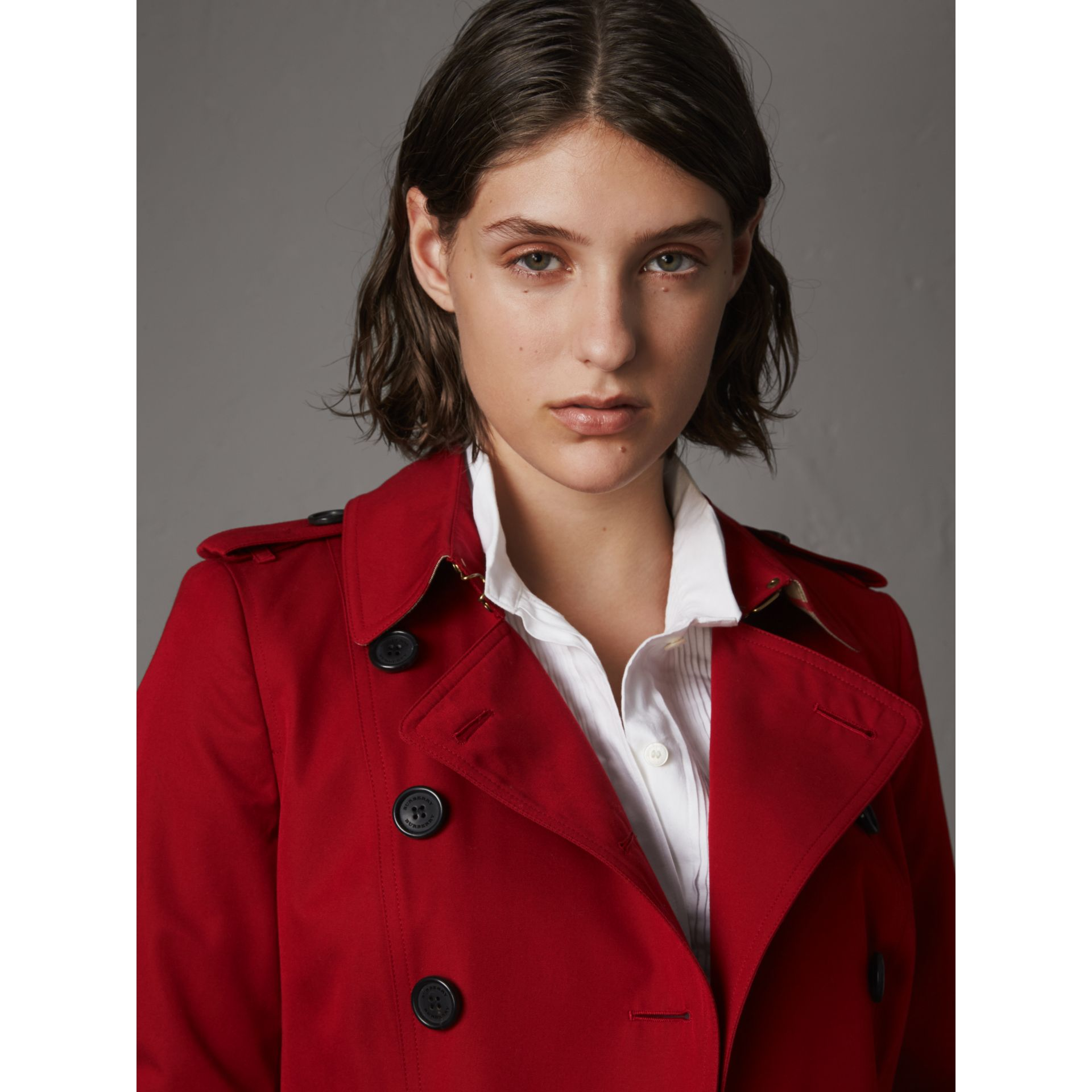 The Chelsea – Short Heritage Trench Coat in Parade Red - Women | Burberry - gallery image 7