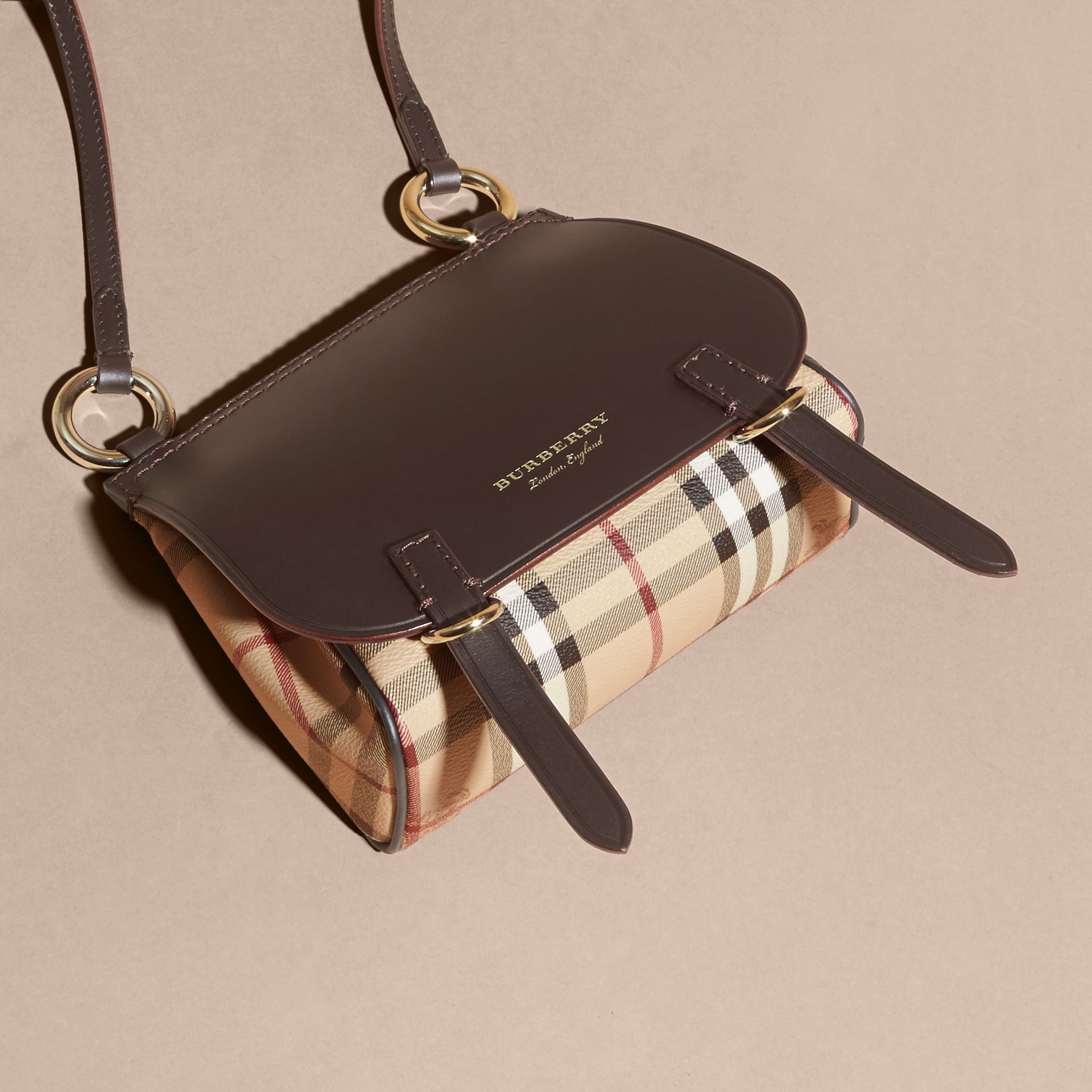 Sac The Baby Bridle en cuir et tissu Haymarket check (Marron Girofle Sombre) - Femme | Burberry - photo de la galerie 7