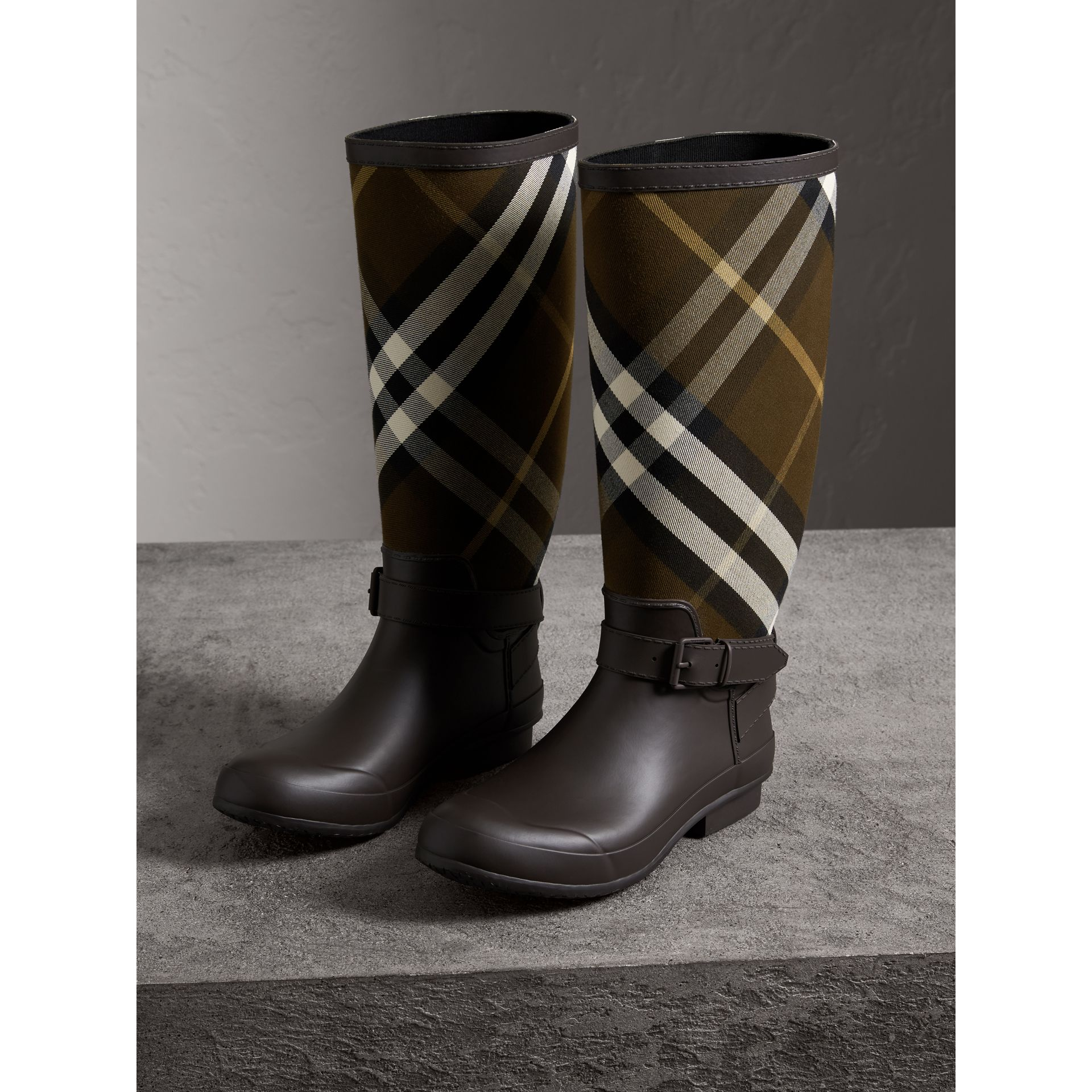 Belt Detail House Check and Rubber Rain Boots in Bitter Chocolate - Men | Burberry - gallery image 3