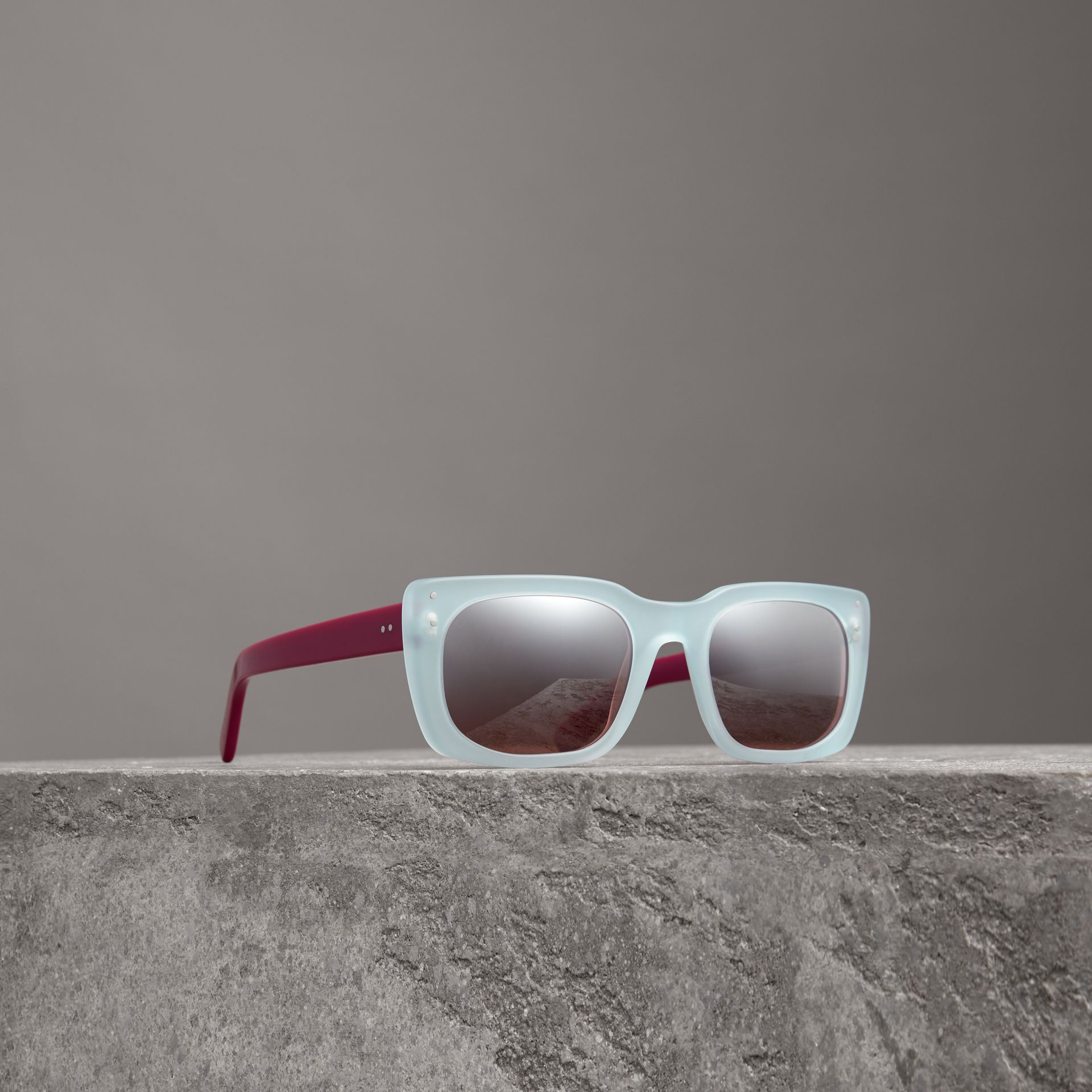 Square Frame Sunglasses in Blue - Women | Burberry Hong Kong - gallery image 0