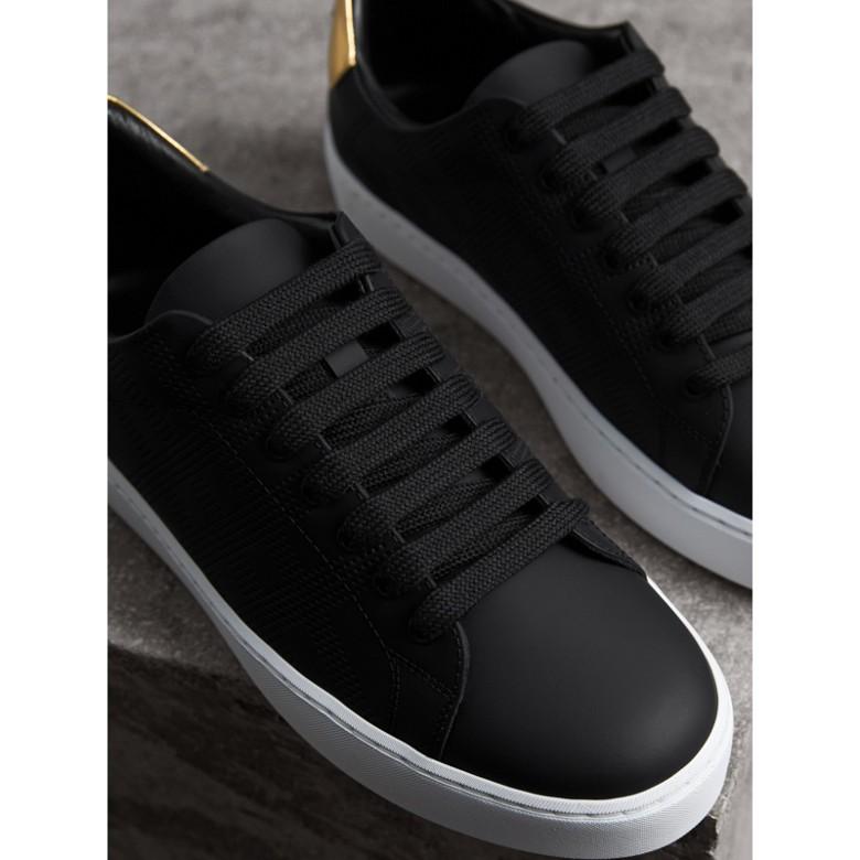 Burberry - Sneakers en cuir à motif check perforé - 6