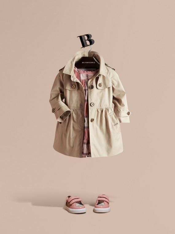 裙式棉質斜紋布風衣