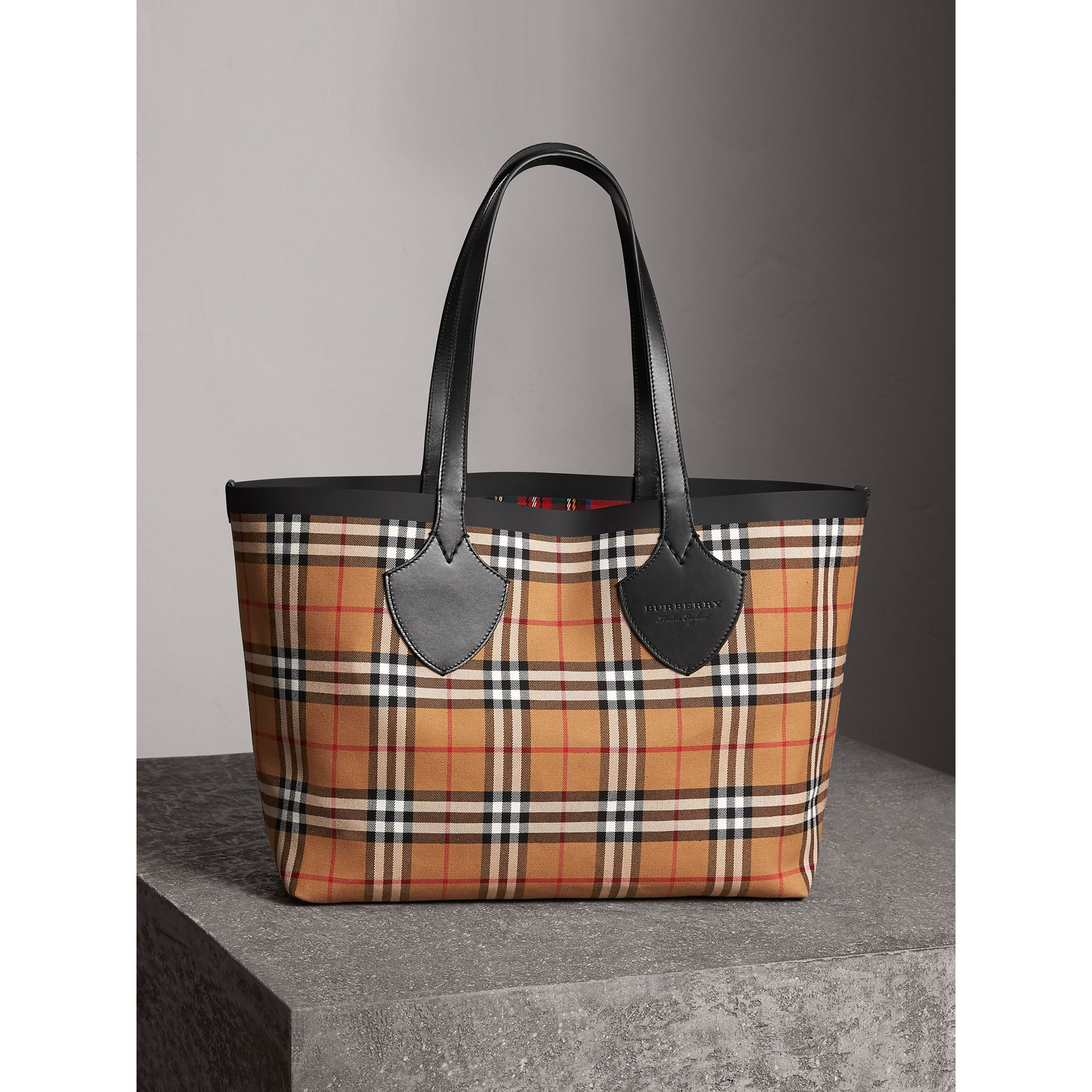 The Medium Giant Reversible Tote in Vintage Check in Antique Yellow/bright Red | Burberry United Kingdom - gallery image 0