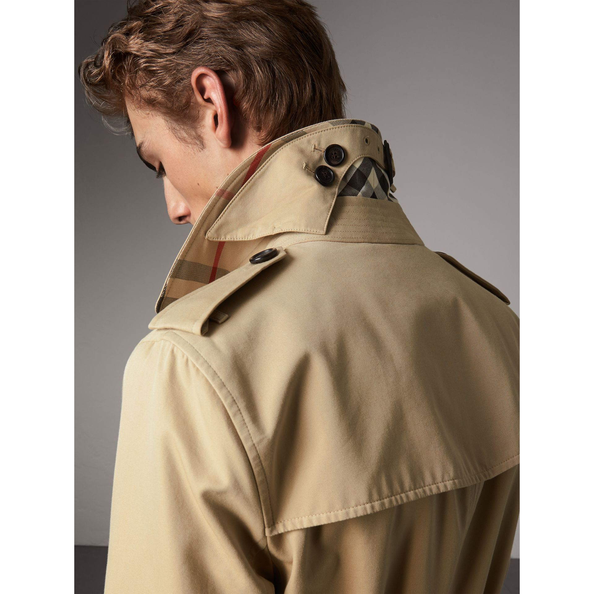 The Sandringham – Long Heritage Trench Coat in Honey - Men | Burberry Canada - gallery image 2