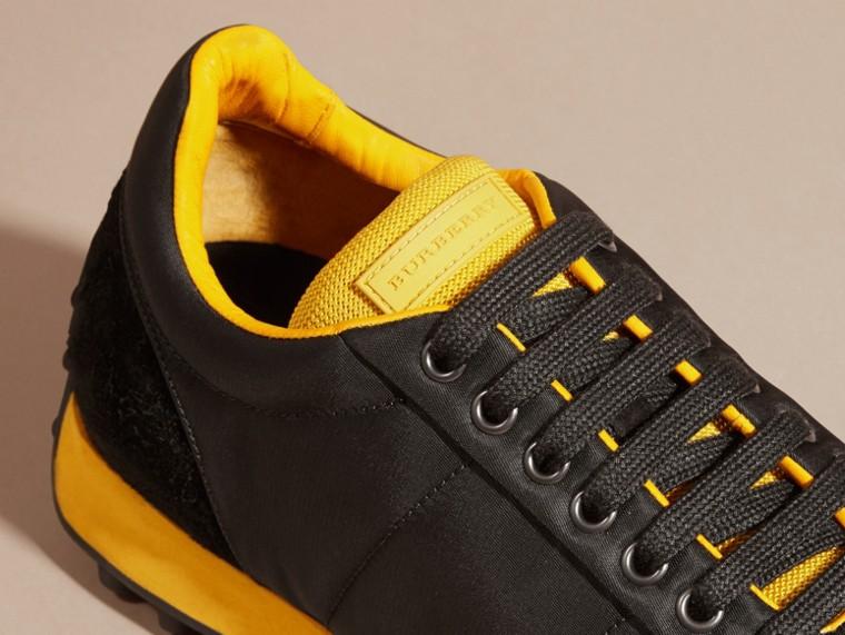 Nero/giallo bruciato Sneaker tecniche con finiture effetto texture Nero/giallo Bruciato - cell image 1
