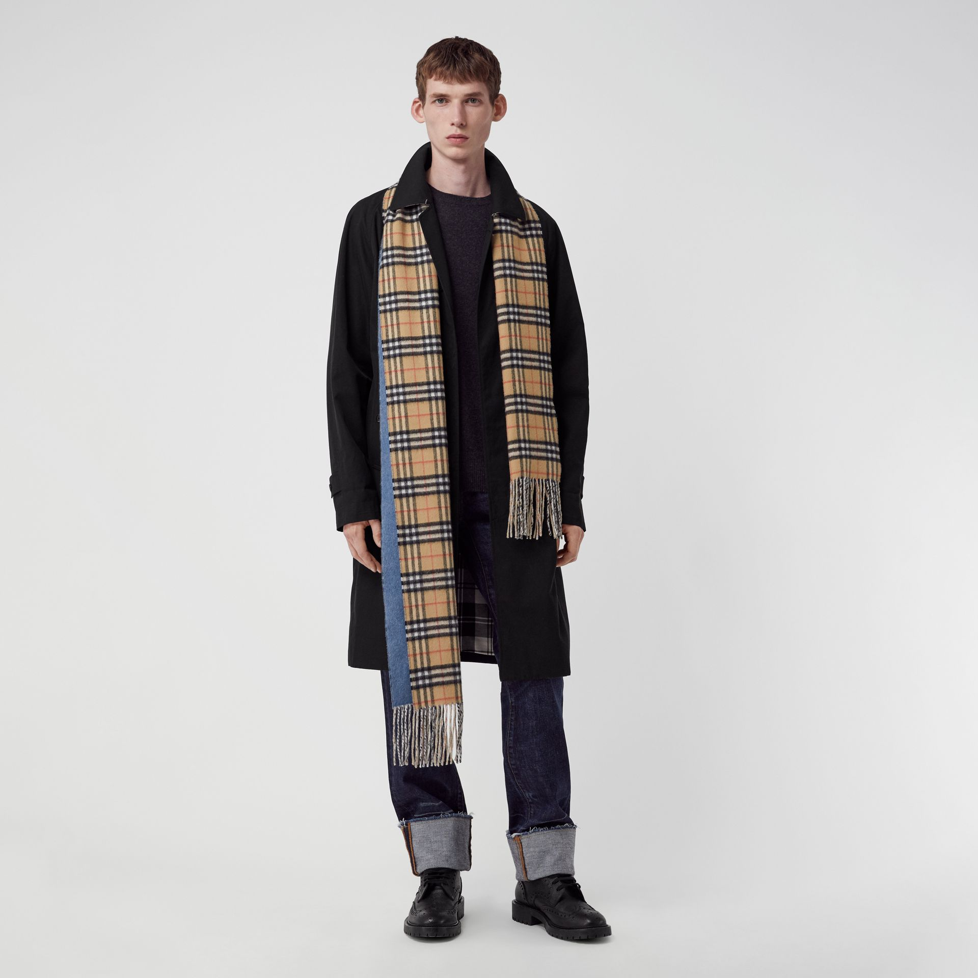 Long Reversible Vintage Check Double-faced Cashmere Scarf in Stone Blue | Burberry United Kingdom - gallery image 3