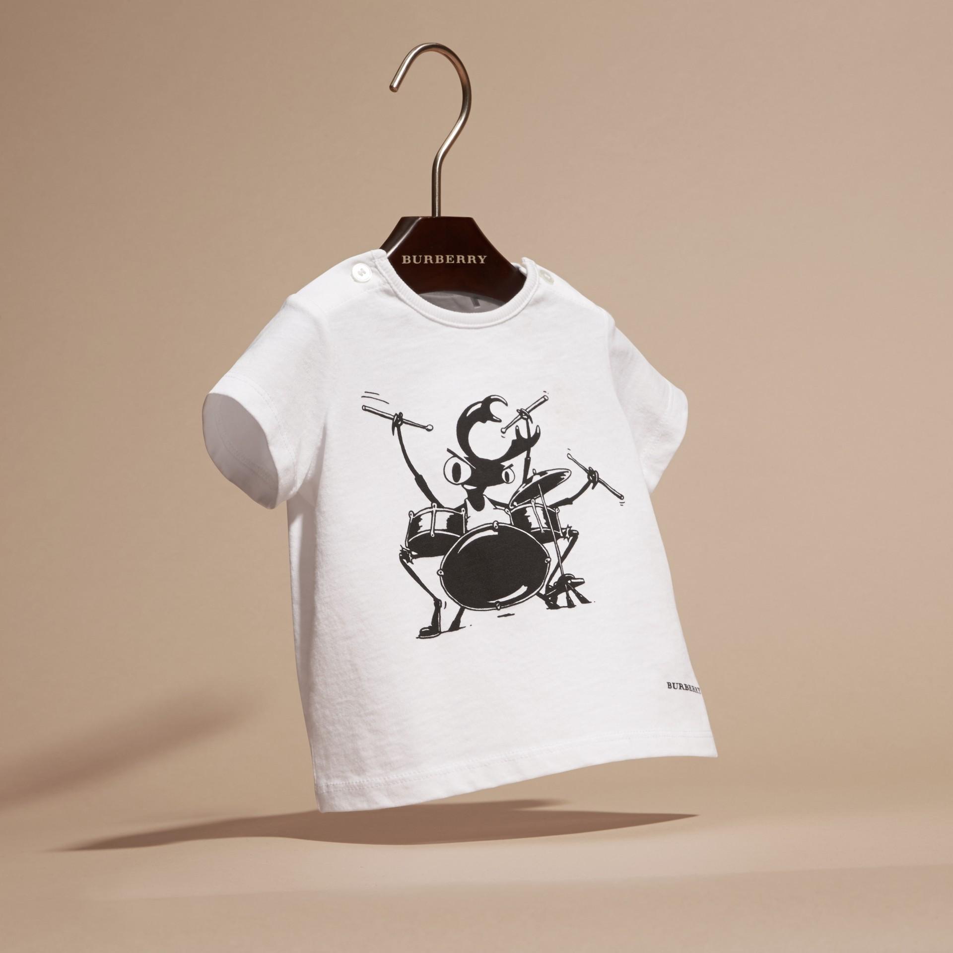 Blanc T-shirt en coton avec motif scarabée - photo de la galerie 3