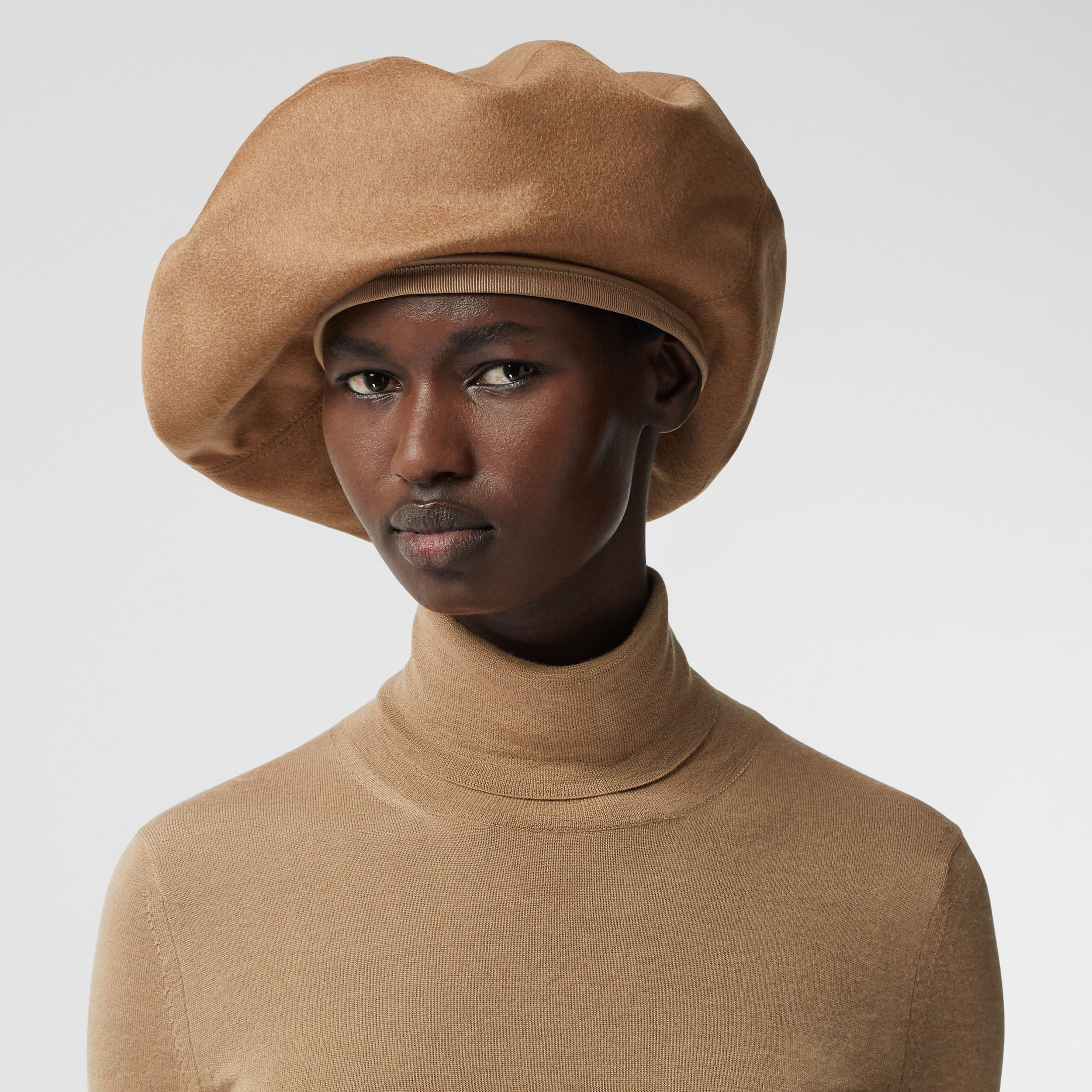Regenerated Cashmere Oversized Beret in Bronze | Burberry - 3