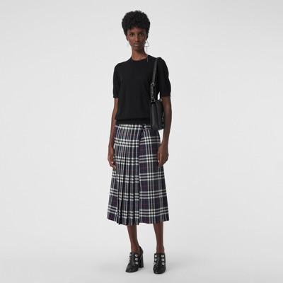 Pullover Aus Merinowolle Mit Halsnahem Rundhalsausschnitt in Black