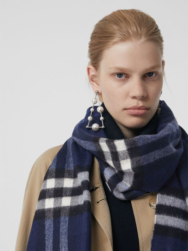 The Classic Check Cashmere Scarf in Indigo Blue | Burberry Singapore - cell image 2