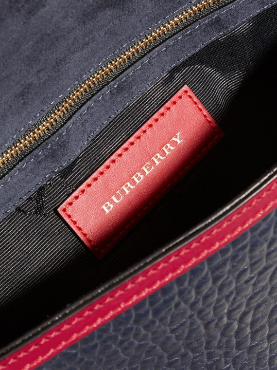 Blue carbon/parade red Medium Contrast Border Signature Grain Leather Clutch Bag - cell image 3