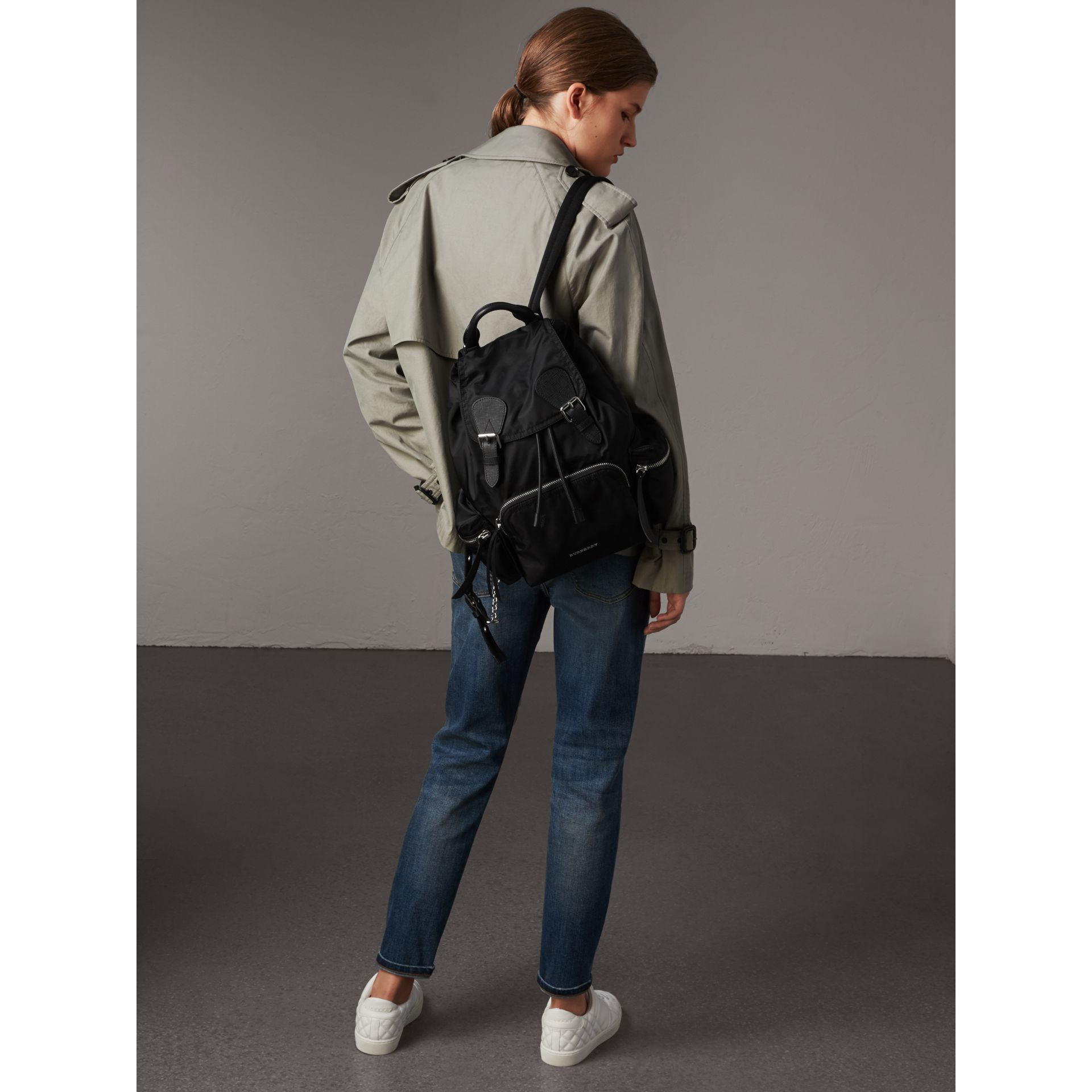 Zaino The Rucksack medio in nylon e pelle - Donna | Burberry - immagine della galleria 3