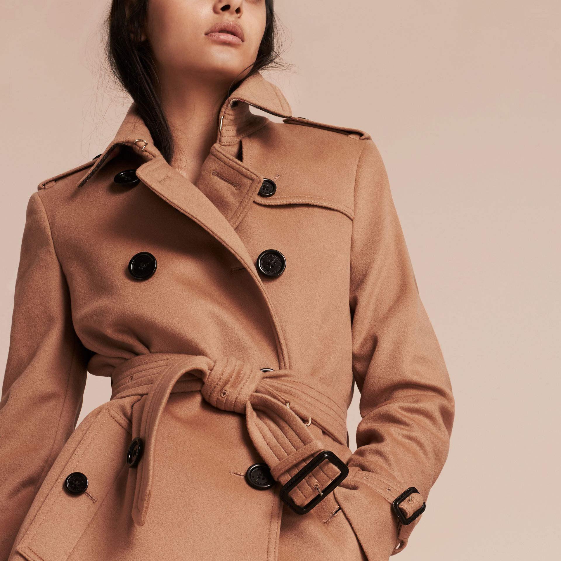 Trench-coat en laine et cachemire Camel - photo de la galerie 6
