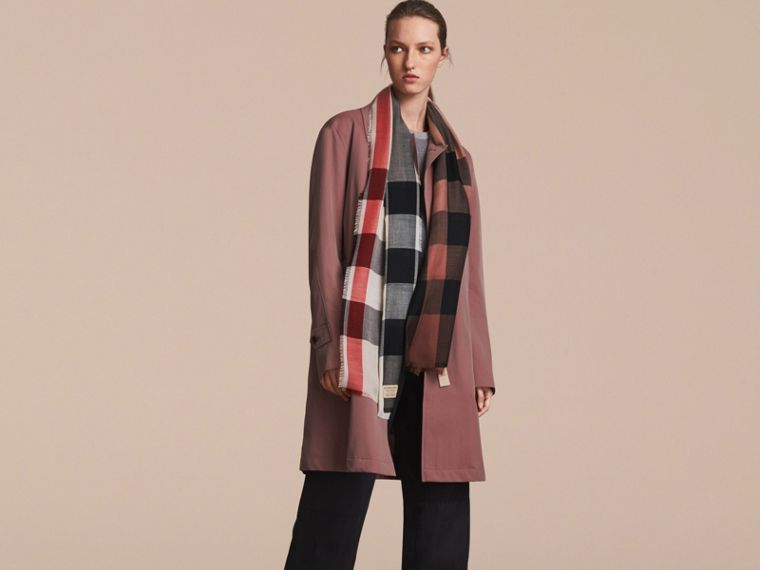 The Lightweight Cashmere Scarf in Ombré Check in Mauve Pink | Burberry Singapore - cell image 2