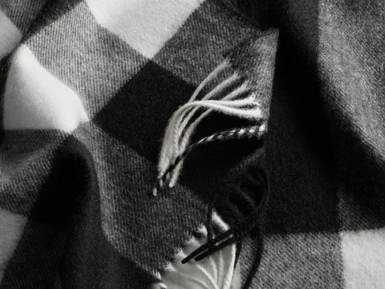 The Large Classic Cashmere Scarf in Check in Black | Burberry - cell image 4