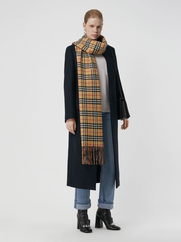 Long Reversible Vintage Check Double-faced Cashmere Scarf in Lilac Grey | Burberry Hong Kong - cell image 2