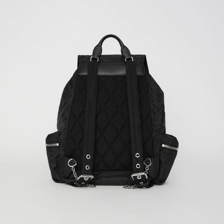 Burberry - Grand sac The Rucksack en nylon technique et cuir - 8