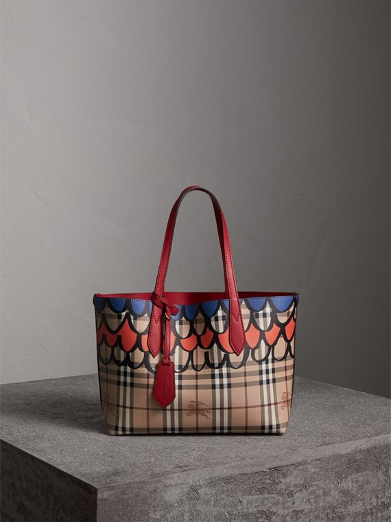 The Small Reversible Tote in Trompe L'oeil Print in Poppy Red
