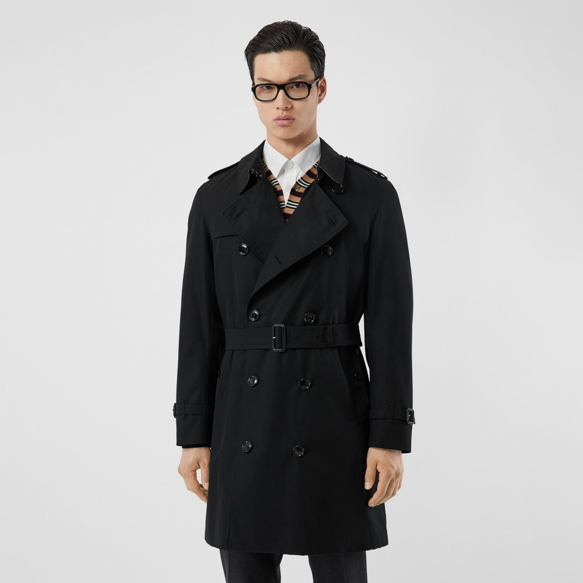 The Mid-length Chelsea Heritage Trench Coat in Black - Men | Burberry - gallery image 0