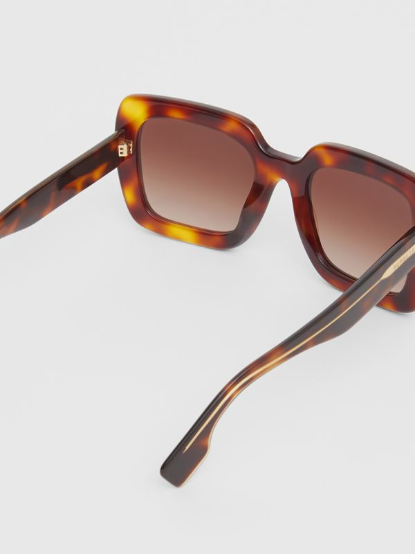 Oversized Square Frame Sunglasses in Tortoiseshell - Women | Burberry Canada - cell image 3