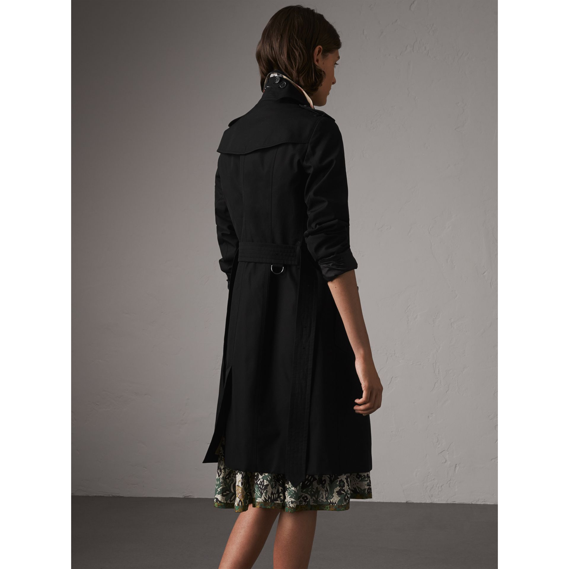 The Sandringham – Long Trench Coat in Black - Women | Burberry - gallery image 2