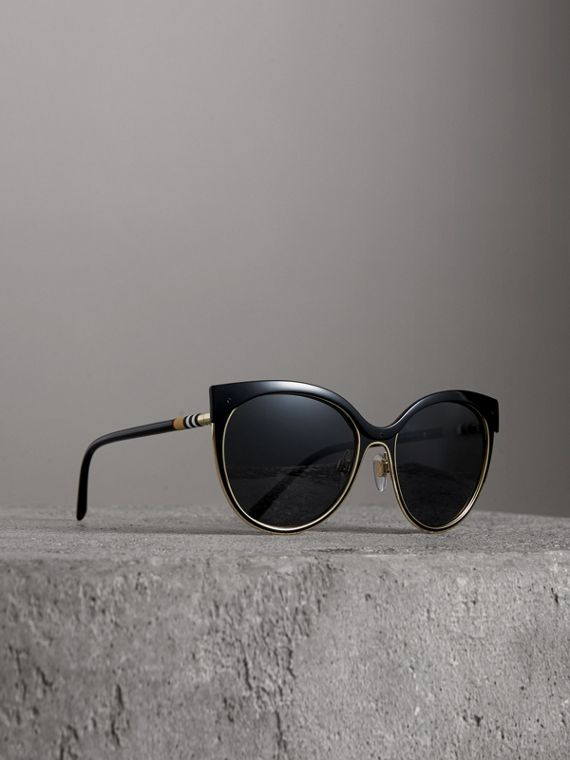 Cat-eye Frame Sunglasses in Black