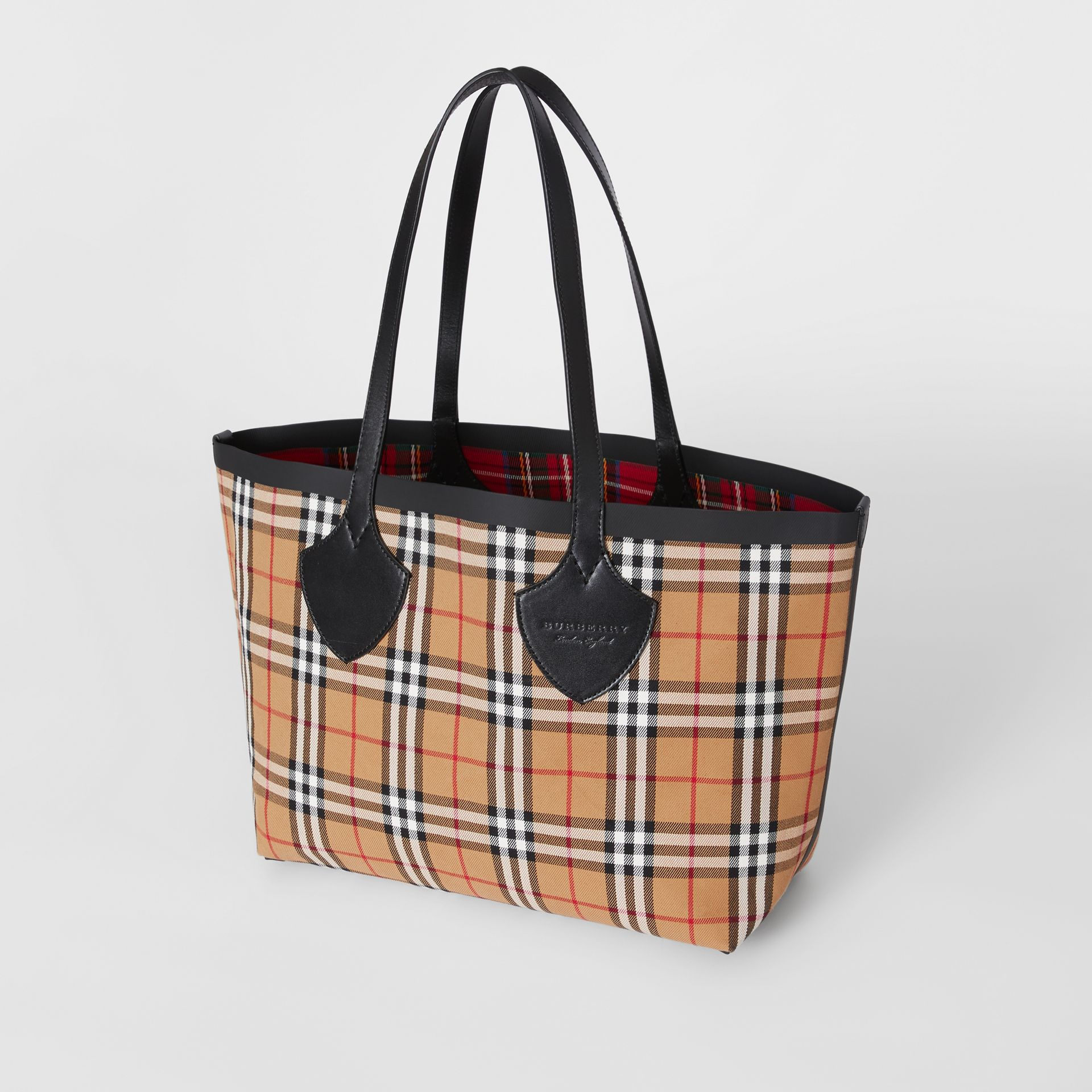 The Medium Giant Reversible Tote in Vintage Check in Antique Yellow/bright Red | Burberry Australia - gallery image 4