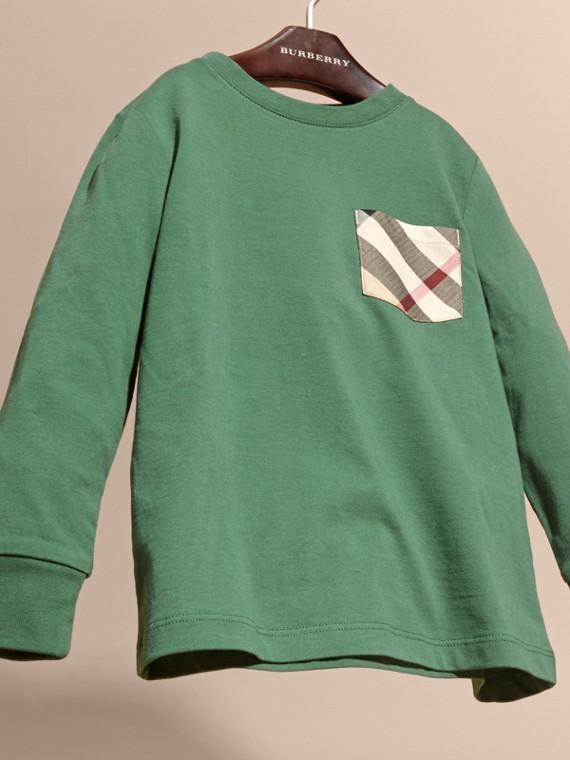 Vert forêt Haut en jersey de coton avec poche à motif check Vert Forêt - cell image 2