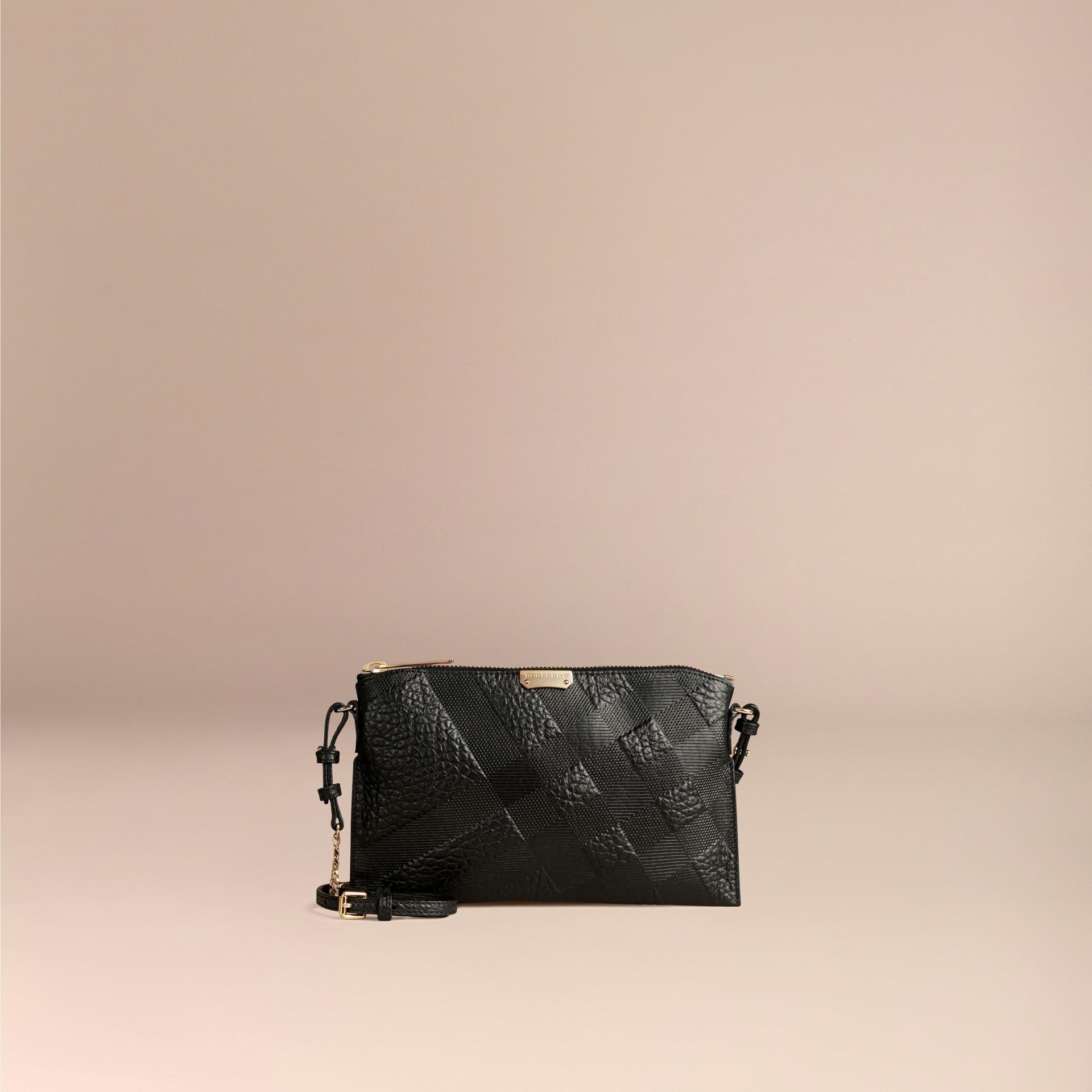 Schwarz Clutch aus Check-geprägtem Leder Schwarz - Galerie-Bild 6