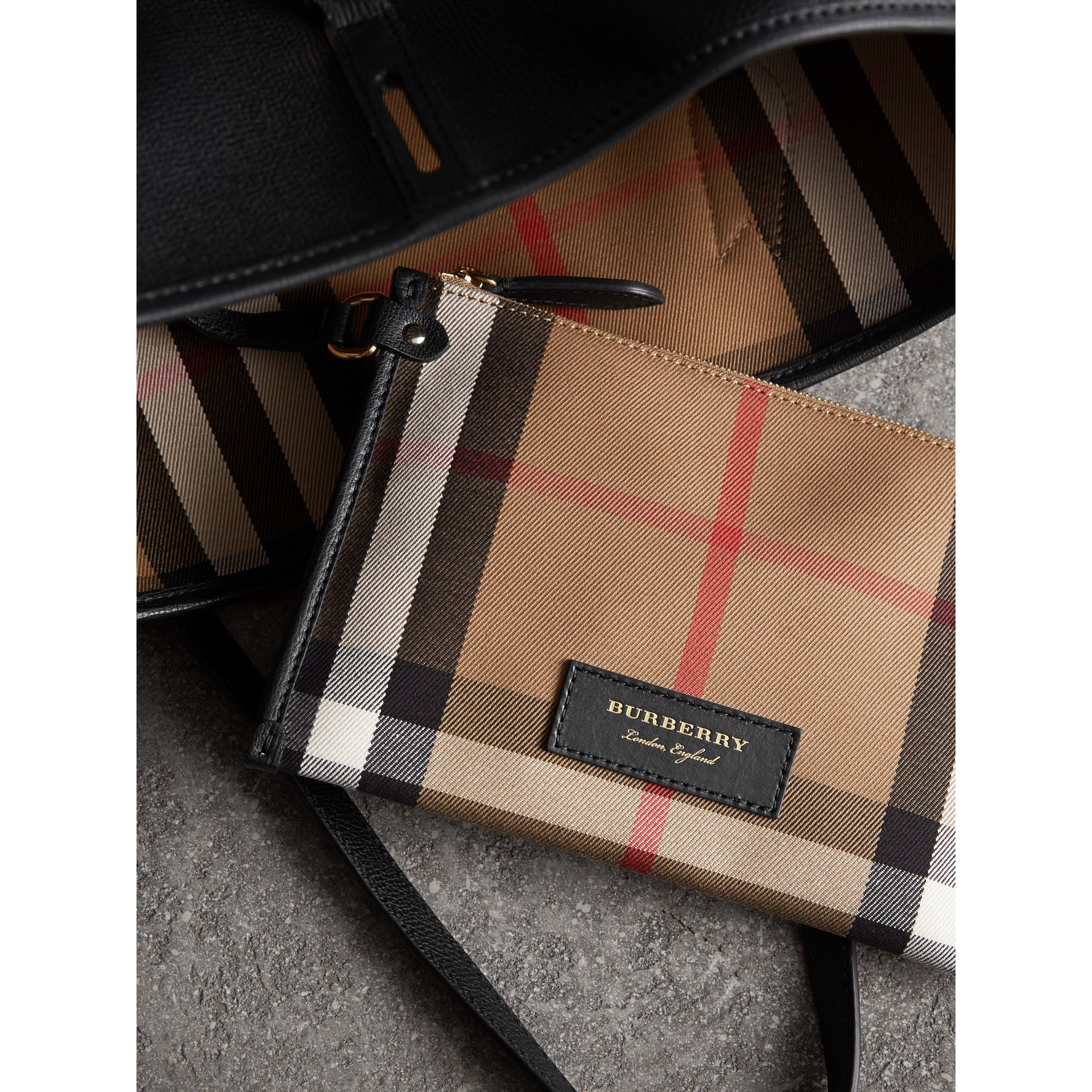 Sac tote medium en cuir grainé (Noir) - Femme | Burberry - photo de la galerie 5
