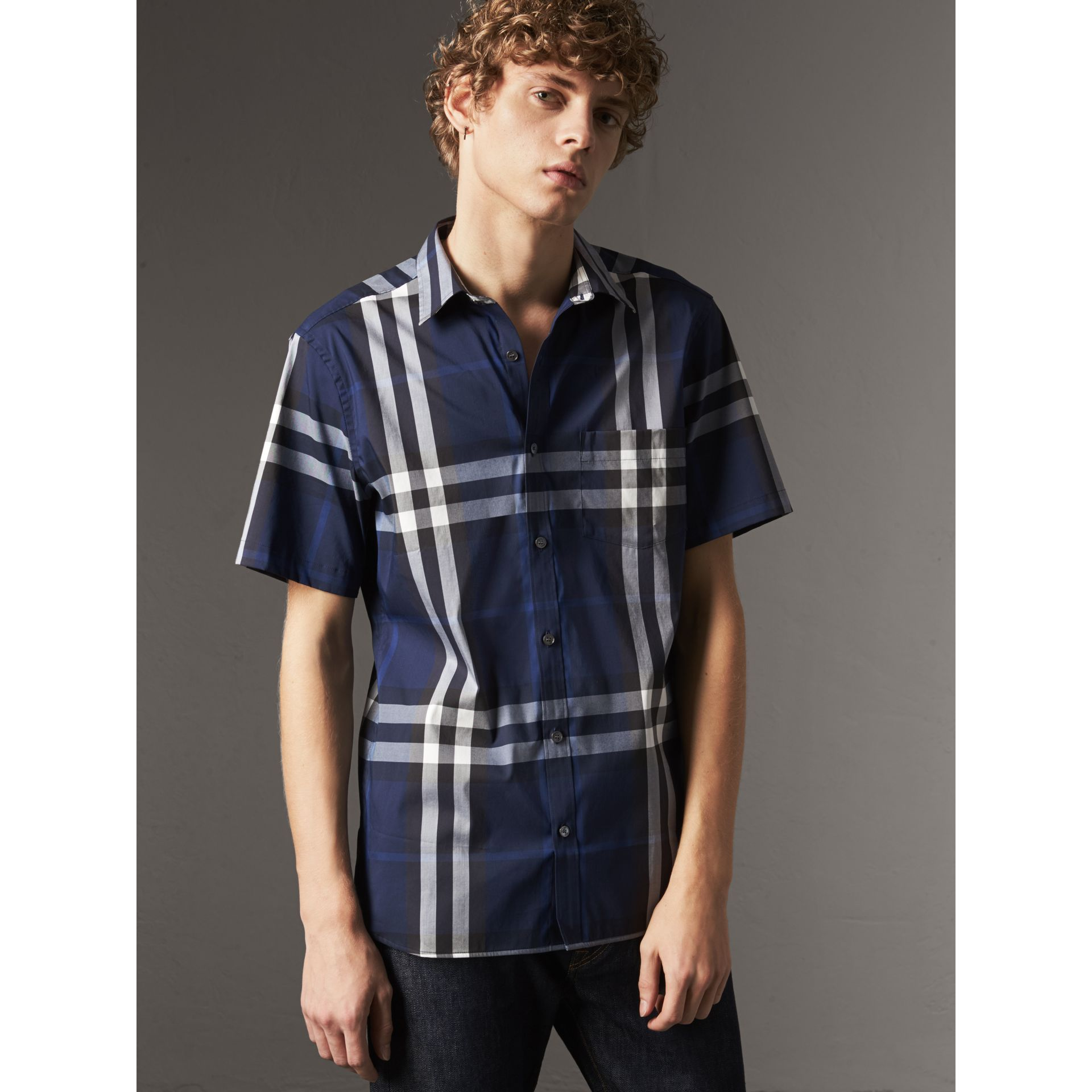 Short-sleeved Check Stretch Cotton Shirt in Indigo Blue - Men | Burberry - gallery image 5