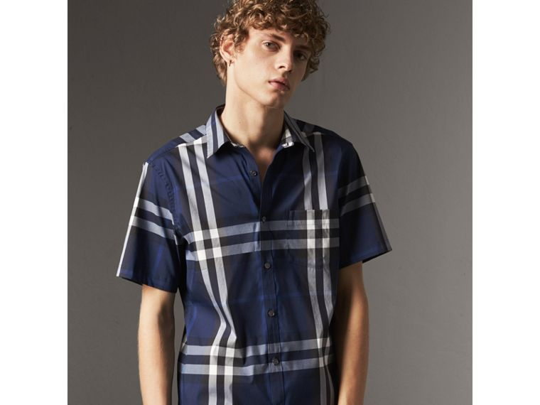 Short-sleeved Check Stretch Cotton Shirt in Indigo Blue - Men | Burberry - cell image 4
