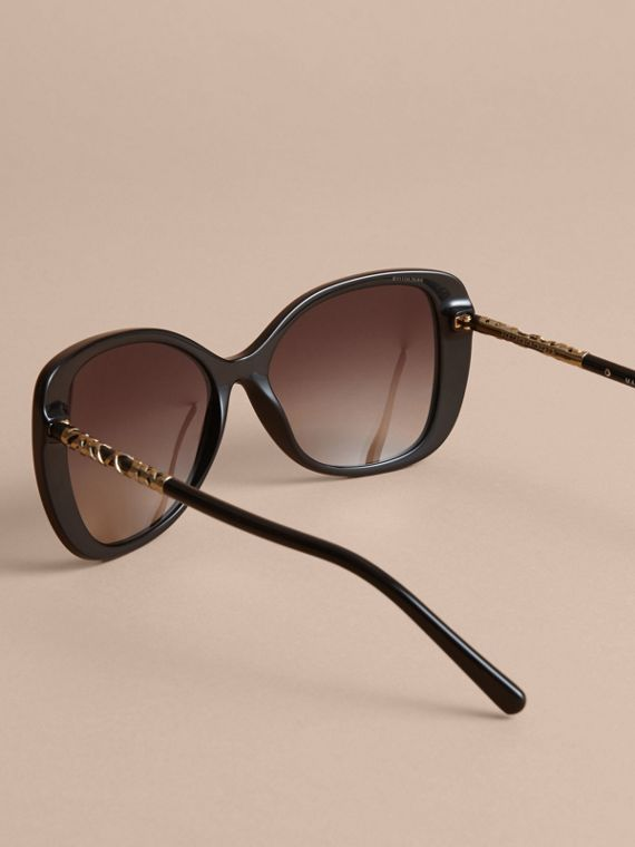 Check Detail Butterfly Frame Sunglasses Black - cell image 3
