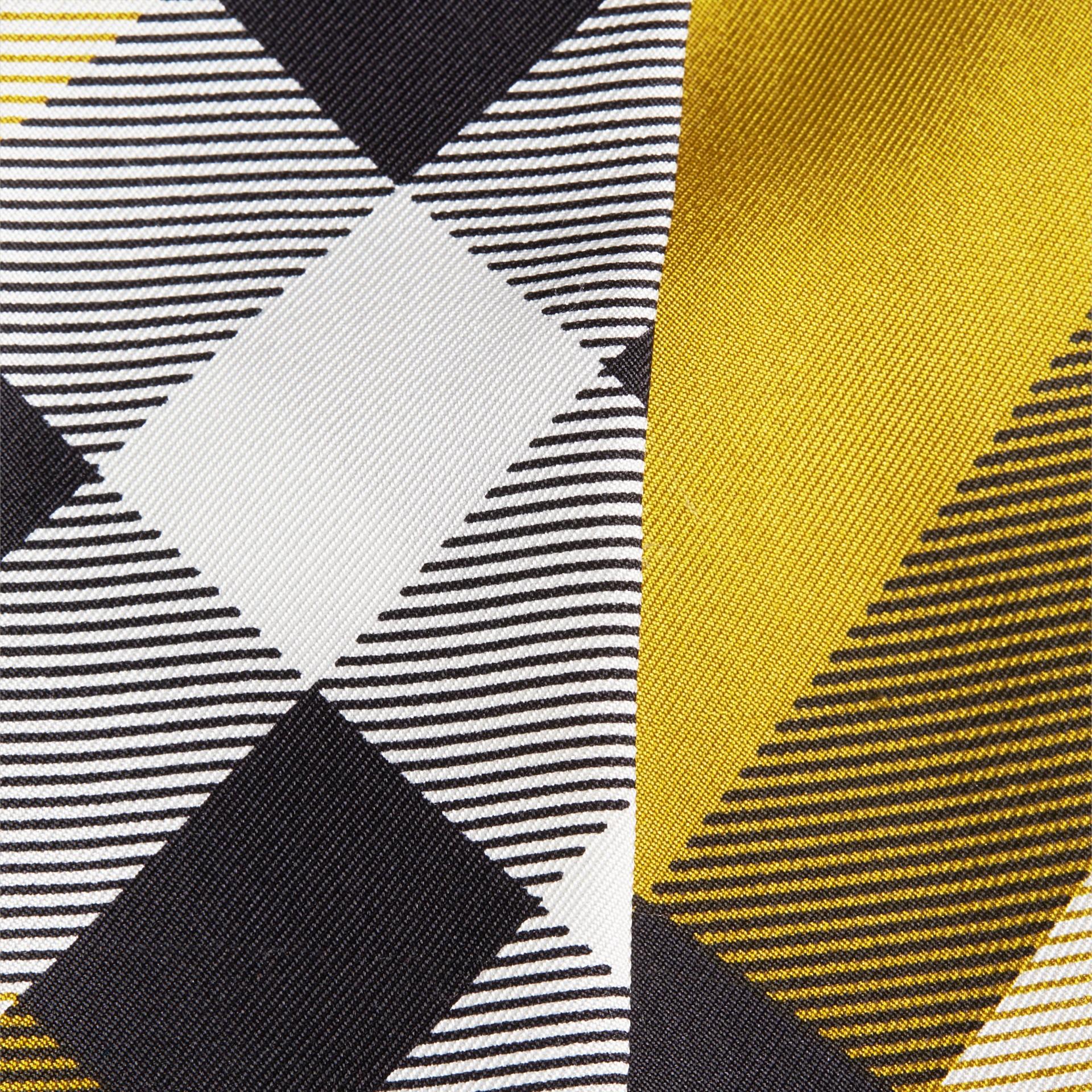 Lime scuro Sciarpa sottile in seta con stampa con motivo check Lime Scuro - immagine della galleria 2