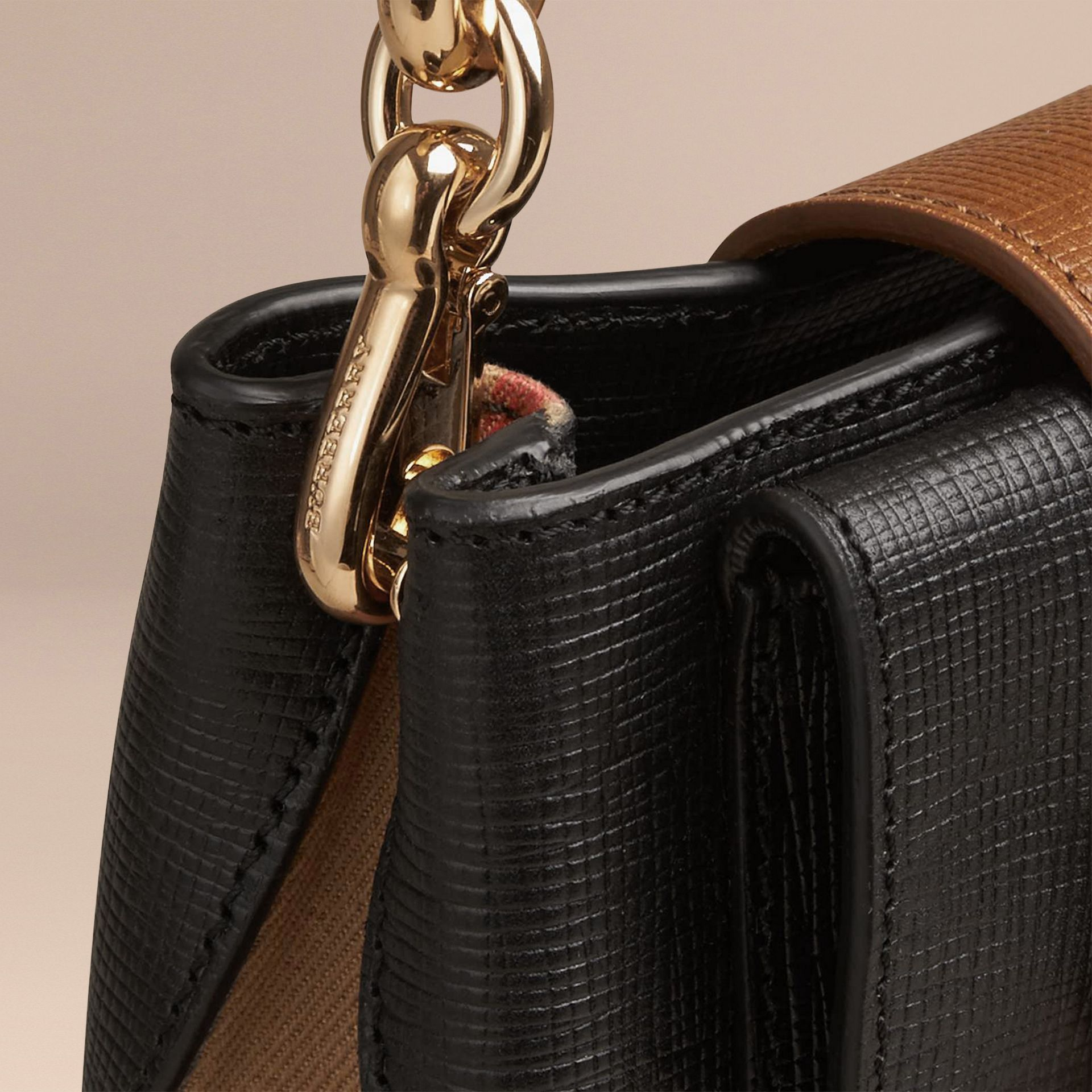 Nero Borsa The Buckle quadrata piccola in pelle e motivo House check Nero - immagine della galleria 6