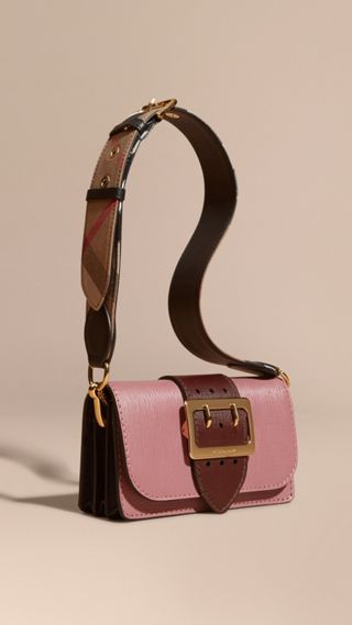 Borsa The Buckle in pelle effetto texture
