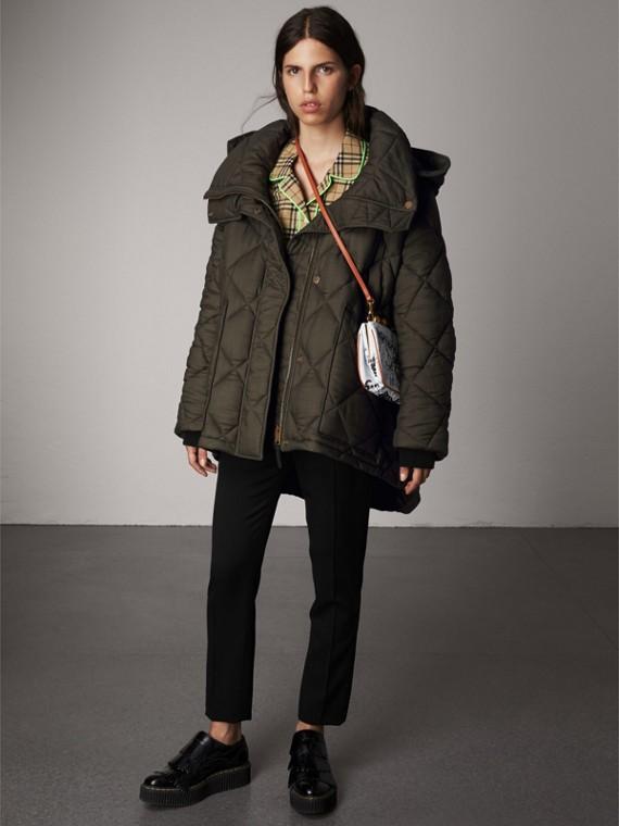 디태처블 후드 오버사이즈 퀼팅 재킷 (올리브)