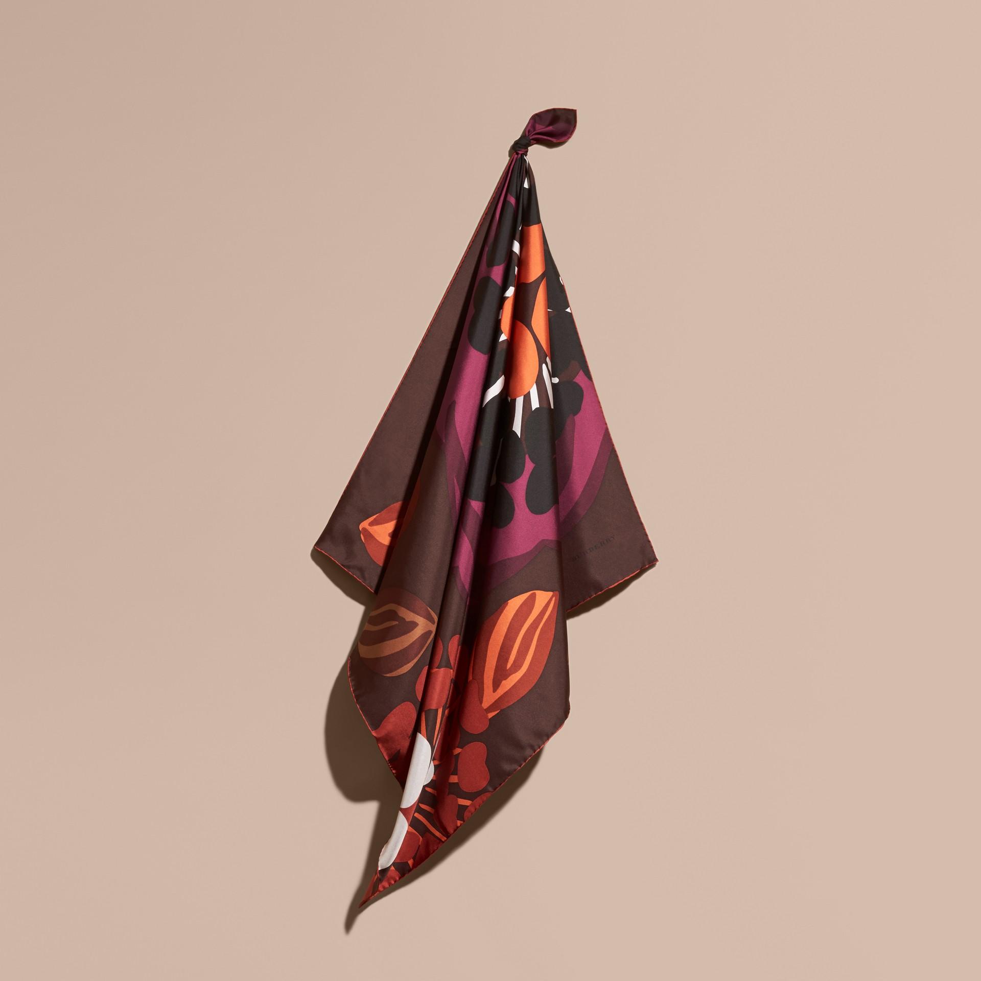 Tiefes burgunderrot Karreeschal aus Seidentwill mit floralem Muster – Mittelgroß Tiefes Burgunderrot - Galerie-Bild 1