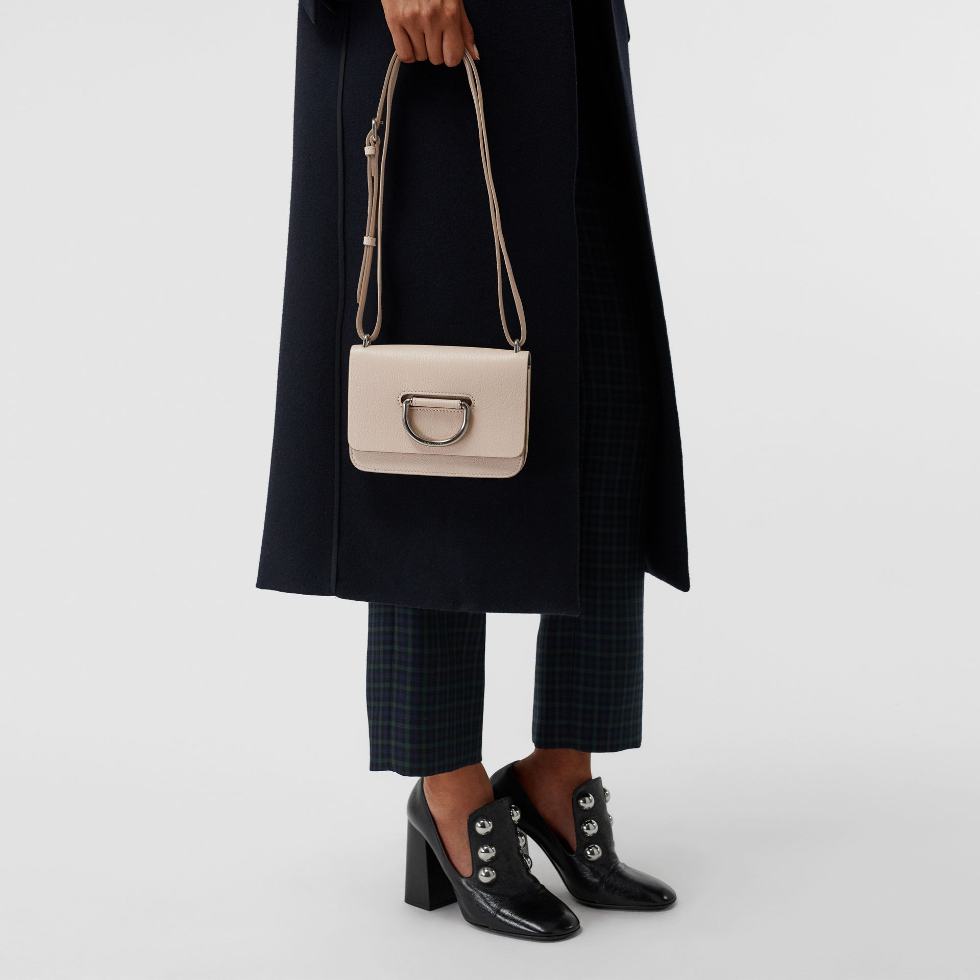 Mini sac The D-ring en cuir (Stone) - Femme | Burberry - photo de la galerie 3