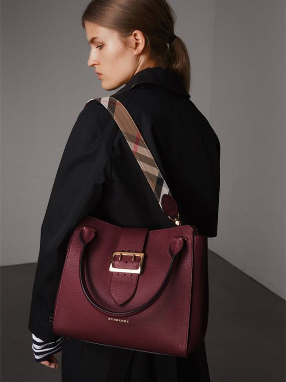 The Medium Buckle Tote in Grainy Leather in Dark Plum - Women | Burberry Australia - cell image 3